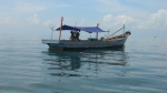 Nelayan sedang mancing ikan di  perairan lepas pantai Teluk Aru